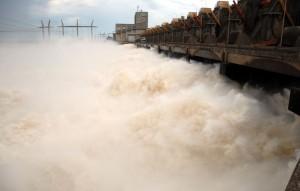 La EBY advirtió que continuará creciendo el Paraná aguas abajo de la represa en Corrientes