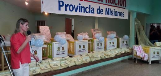 Herrera Ahuad entregó cunas del Plan Mamá en Almafuerte