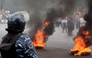 Balas de goma y gases en marcha de municipales platenses que fueron cesanteados
