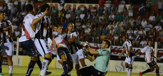 Guaraní le ganó 2 a 0 a Chaco For Ever y acomodó un poco su irregular andar en el Federal A