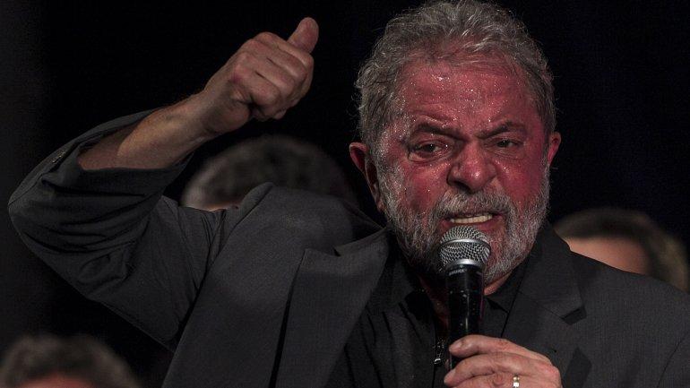 Lula da Silva es llevado a declarar ante el juez por la Policía Federal de Brasil