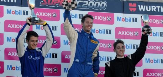 Bundziak iba último con problemas en la caja, pero empezó a pasar autos y terminó en el podio