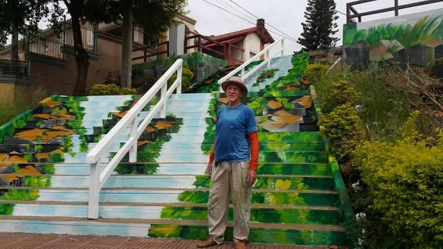 Después de 40 días Neumann culminó su obra en las escaleras de la Costanera  de Posadas - MisionesOnline