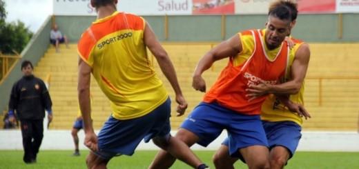 """¿Quién será el """"9"""" ante Talleres? Ledesma y el pibe Siergiejuk responden con goles y piden cancha"""