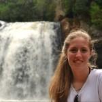 La obra de una artista plástica misionera recorre el mundo en la Fragata Libertad