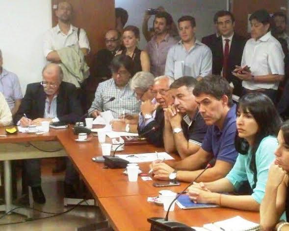 Legisladores de la oposición avalaron un proyecto único para frenar los despidos