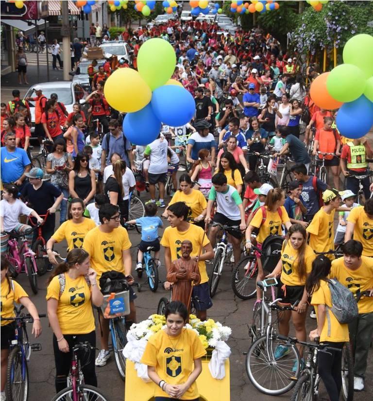 Con éxito y multitudinaria participación se realizó la Bicicleteada Solidaria del Roque