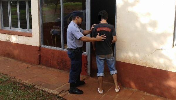 Detuvieron a un hombre que atemorizaba a vecinos y familiares con un cuchillo