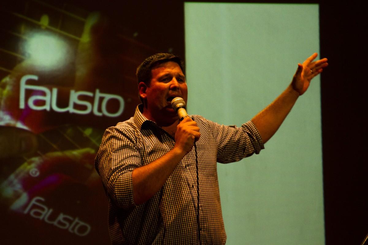 Fausto Rizzani con sus canciones hizo brillar el escenario de RadioCidade