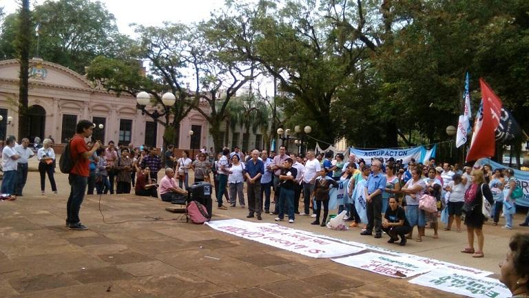 Diferentes agrupaciones se convocaron para esperar la declaración de Cristina