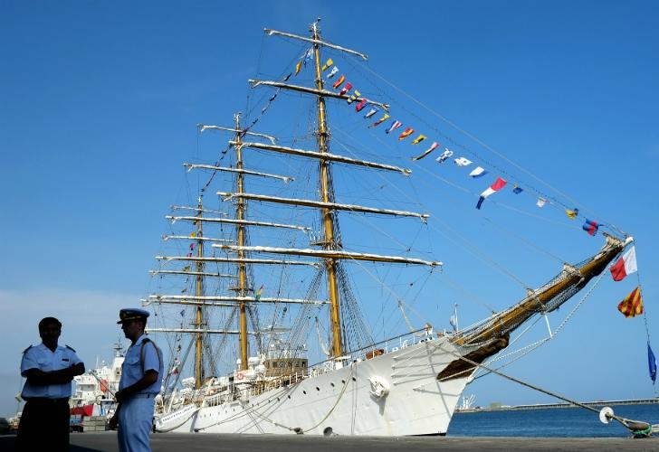 Zarpa la Fragata Libertad hacia un nuevo viaje de instrucción