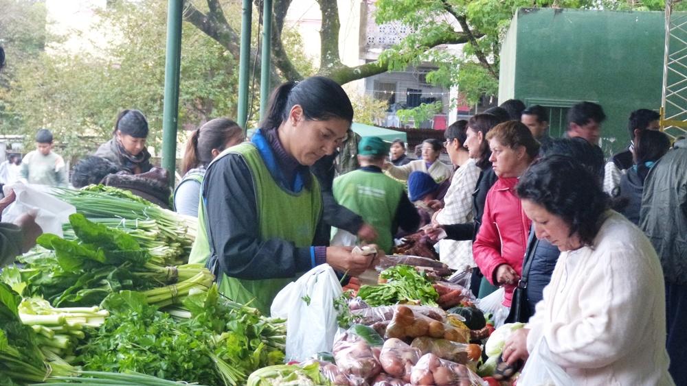 Verduras, lo más buscado en la feria franca de Villa Cabello