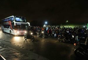 Con Messi a la cabeza, la Selección llegó a San Juan ante una multitud
