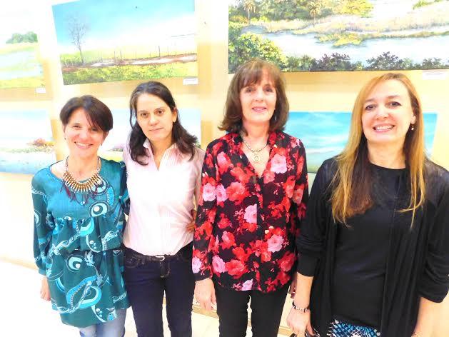 Se exponen obras de la artista plástica Cecilia Panelo de Elizalde en la Universidad de La Cuenca Del Plata