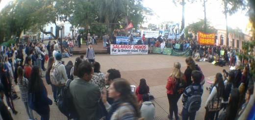 Docentes y estudiantes universitarios marcharon por la educación pública