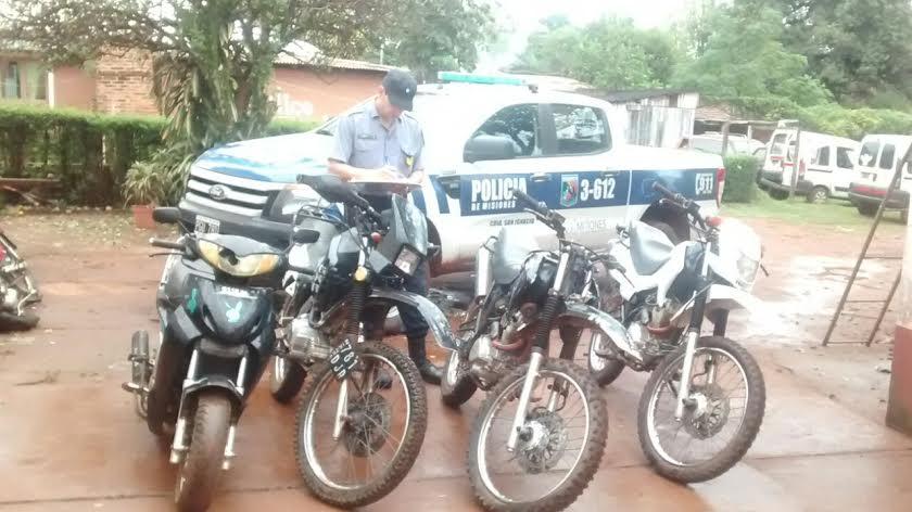 Operativo culminó con cuatro detenidos y el secuestro de una moto robada en San Ignacio