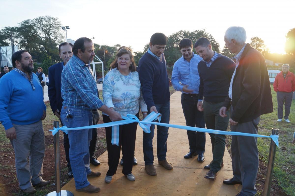 Losada inauguró la plaza del barrio Judicial