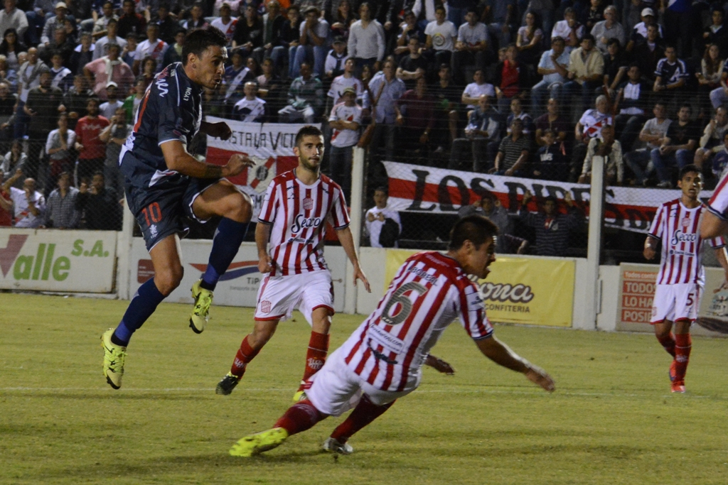 Guaraní le ganó 2 a 1 a San Martín y sacó ventaja para la definición en Tucumán