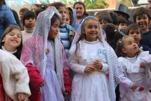 Hoy se festeja a la Patria a puro locro, empanadas y trajes típicos infantiles