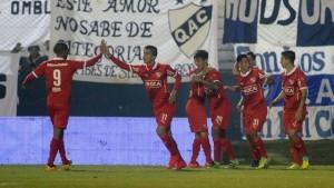 Independiente, esperando a Gabriel Milito en el banco, goleó a Quilmes 3-0