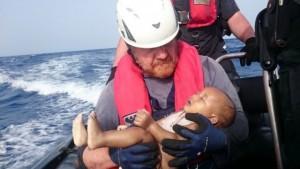 La foto de un bebé ahogado vuelve a resumir la tragedia anunciada de los refugiados
