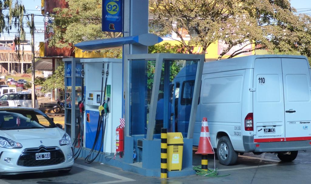 Las ventas de combustibles cayeron 28 por ciento luego del último aumento