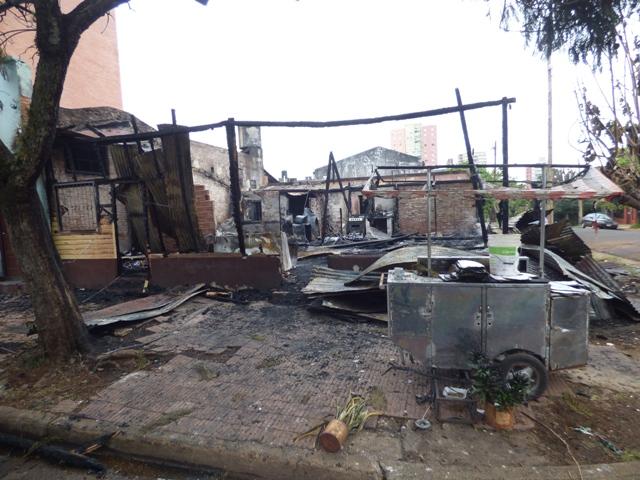 Villa Sarita: piden ropa de cama, alimentos no perecederos y muebles para los damnificados por el incendio