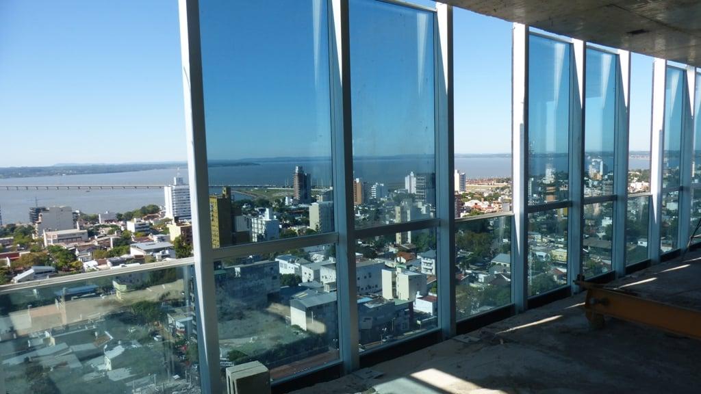 La estructura de la torre Iplyc Centro está casi terminada y en junio comenzará a levantarse el edificio de la Costanera