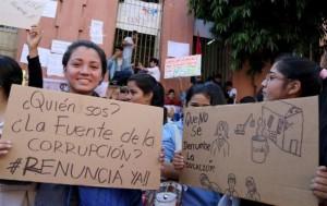 Encierro estudiantil desata protesta contra ministra de Educación paraguaya