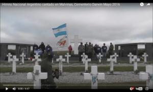 En el Día de la Patria, un grupo de veteranos cantó el Himno Nacional en Malvinas