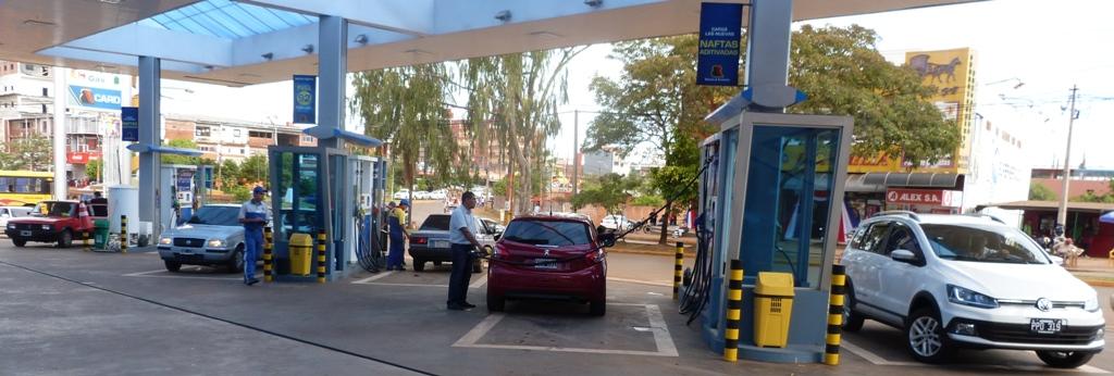 Cruzar el puente se volvió una odisea por la demanda de combustible paraguayo