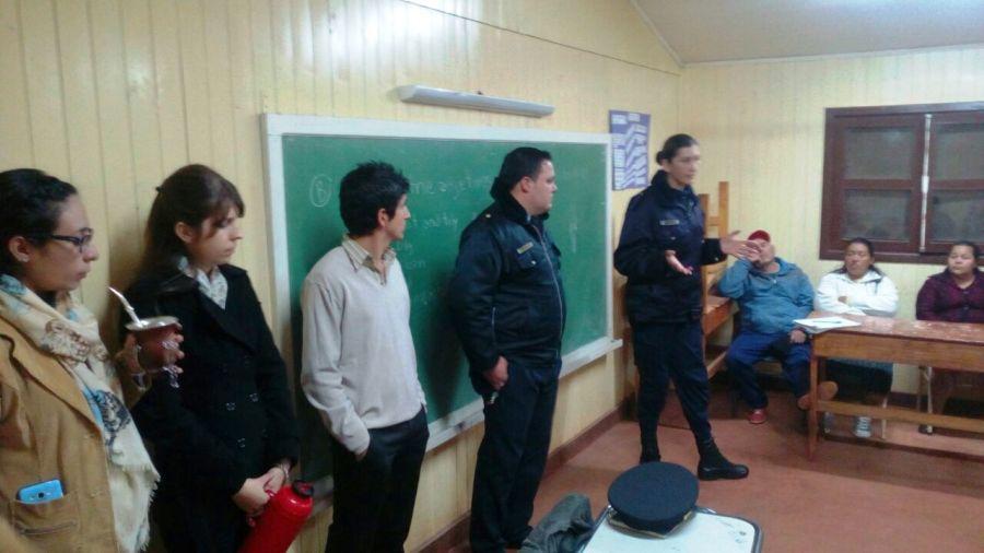 La policía Comunitaria de Oberá coordina acciones para prevenir  violencia escolar