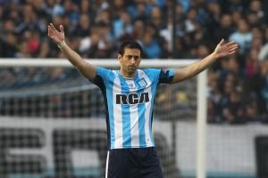 """La noche de Diego Milito: el penal que convirtió, el que falló y su homenaje en el """"minuto 22"""""""