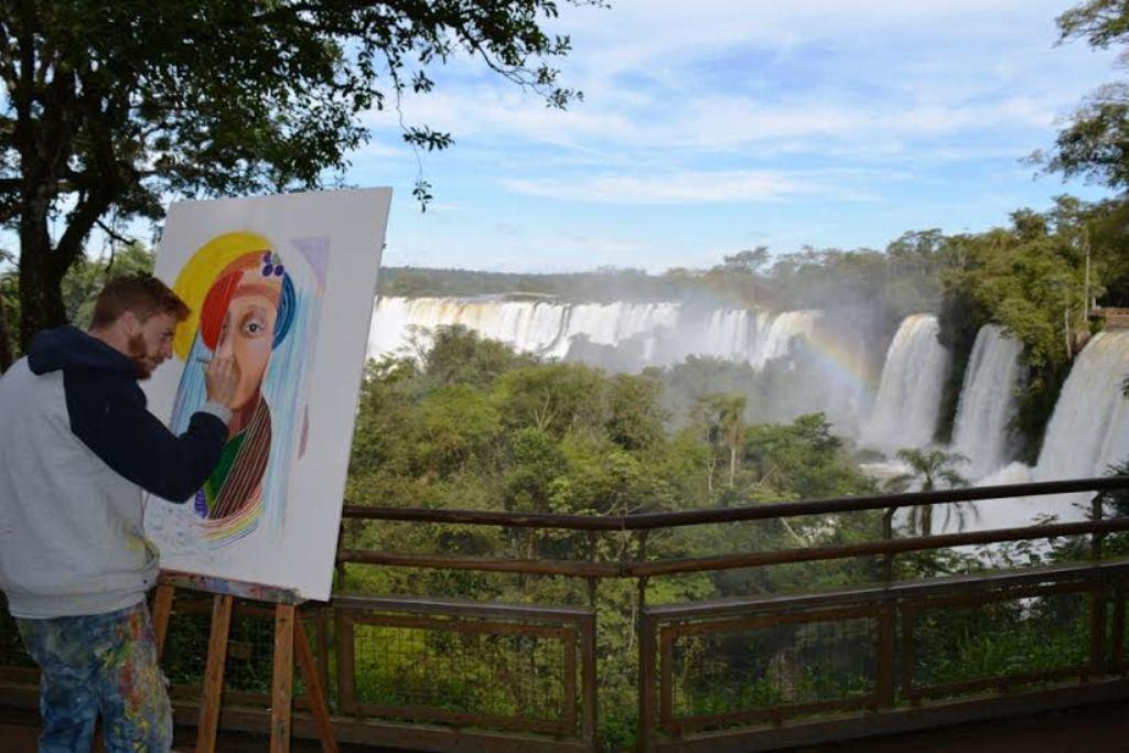 Pintaron las Cataratas del Iguazú por el día mundial del Medioambiente