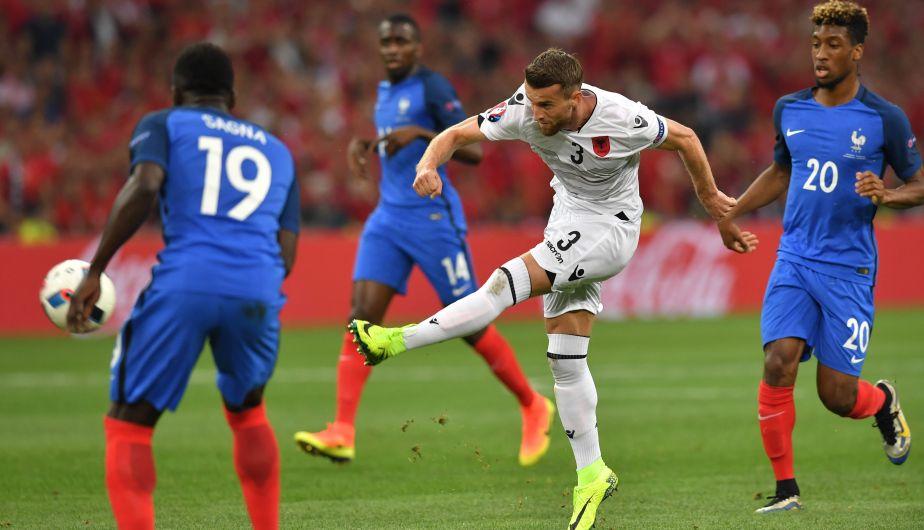 Francia venció 2-0 a Albania y clasificó a octavos de Eurocopa