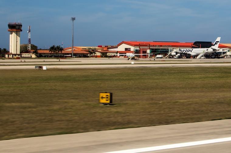Después de 50 años, Washington autorizó a seis empresas a volar a Cuba