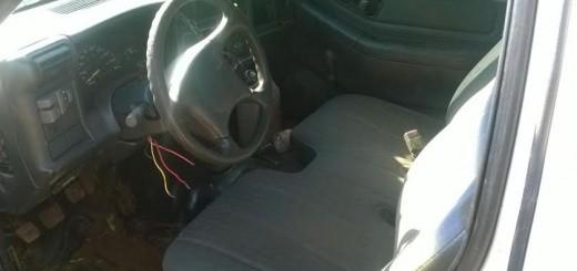 Secuestraron en un taller un auto adulterado y en zona rural hallaron abandonada una camioneta