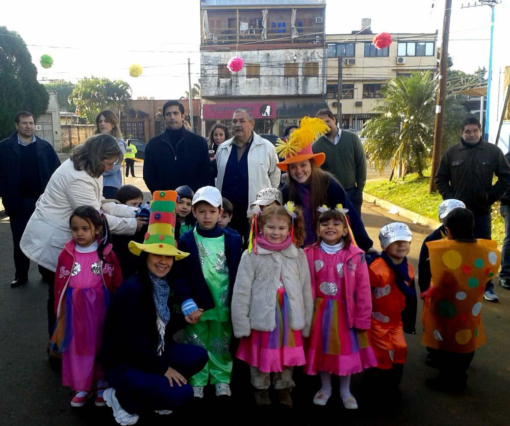 Maestras jardineras del Colegio del Carmen disfrutaron su día con un colorido desfile