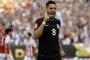 Estados Unidos ganó, se clasificó a cuartos de final y dejó en el camino al Paraguay de Ramón Díaz