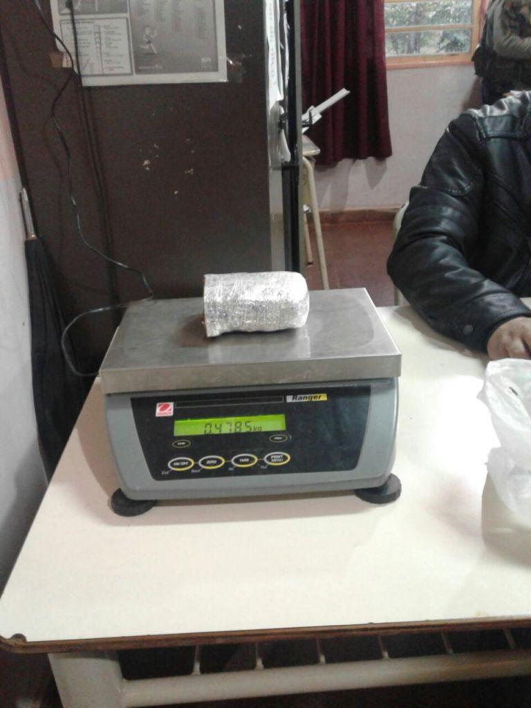 Un estudiante llevó casi medio kilo de marihuana a su escuela de Gobernador Roca