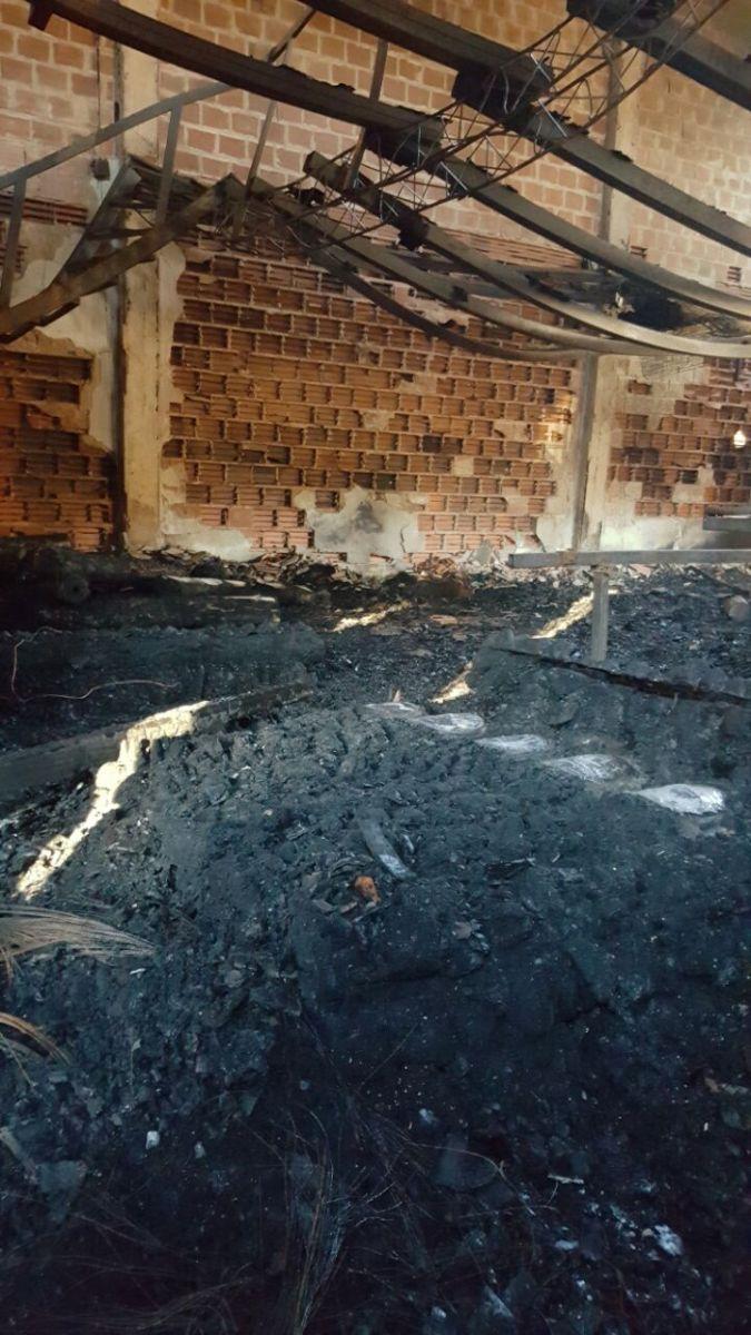 Incendio del depósito: bomberos de la Policía hacen peritajes para determinar las causas del siniestro