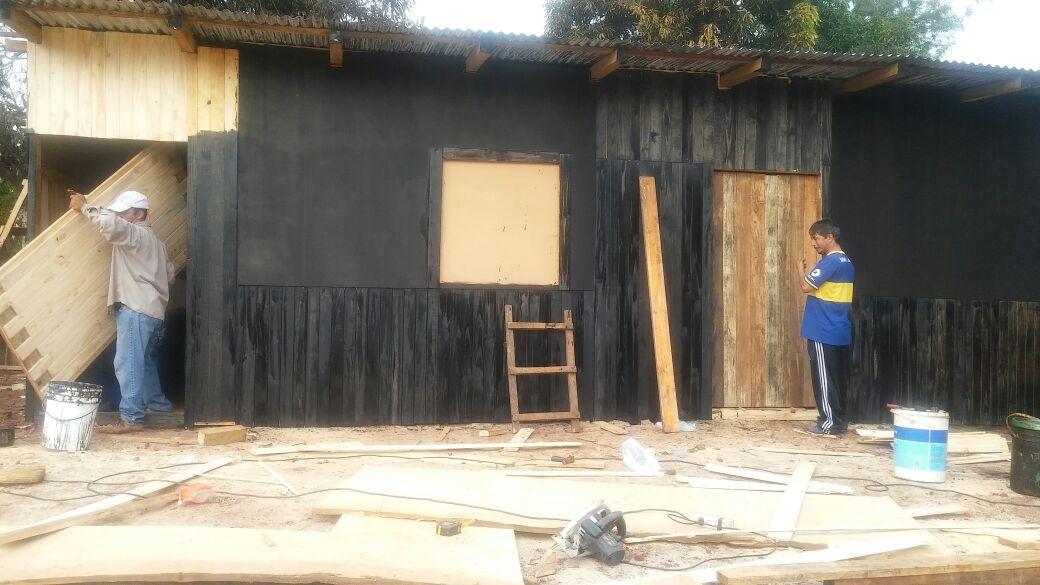 Incendio Chacra 101: Desarrollo Social finalizó las casas de emergencia para dos familias de Posadas