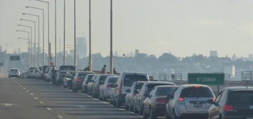 Desde las 6 de la mañana hay fila de autos para pasar a Encarnación