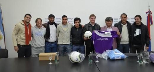 """Fútbol solidario en Capioví: presentaron el partidos de las """"estrellas misioneras"""" que ayudarán a esa localidad"""