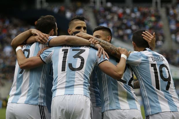 Argentina goleó a Bolivia y en cuartos va contra Venezuela