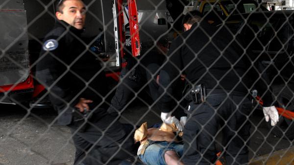 Buenos Aires: la grúa se llevó un auto mal estacionado con un muerto adentro