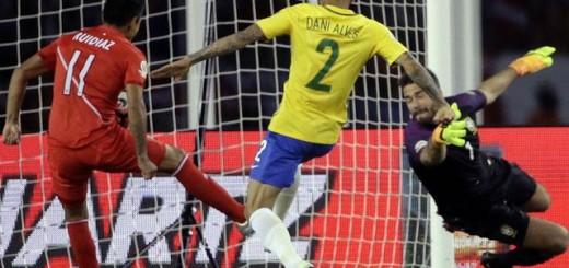 """Brasil decime que se siente: Le metieron """"la mano"""" al equipo de Dunga y quedó eliminado"""