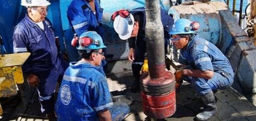 Petroleros advierten que hay 5.000 empleos en riesgo por crisis en sector