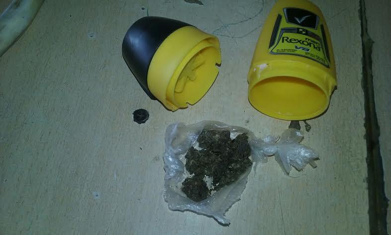 Posadas: adolescente quiso entregar marihuana camuflada en un desodorante para un detenido de la décimo tercera
