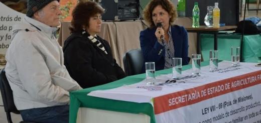 Filósofo de la Economía Solidaria brindó una charla a productores y feriantes